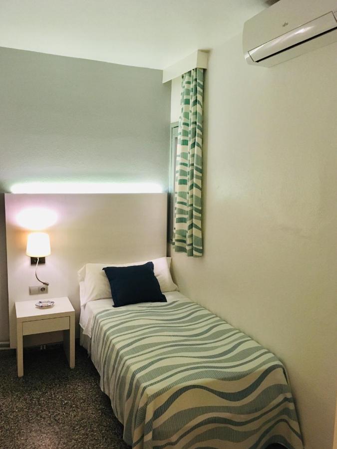 Hostal Residencia Roberto Playa - Laterooms