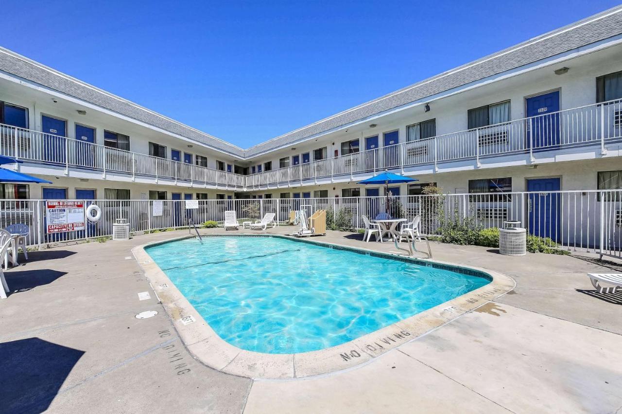 Motel 6 Oakland Airport*