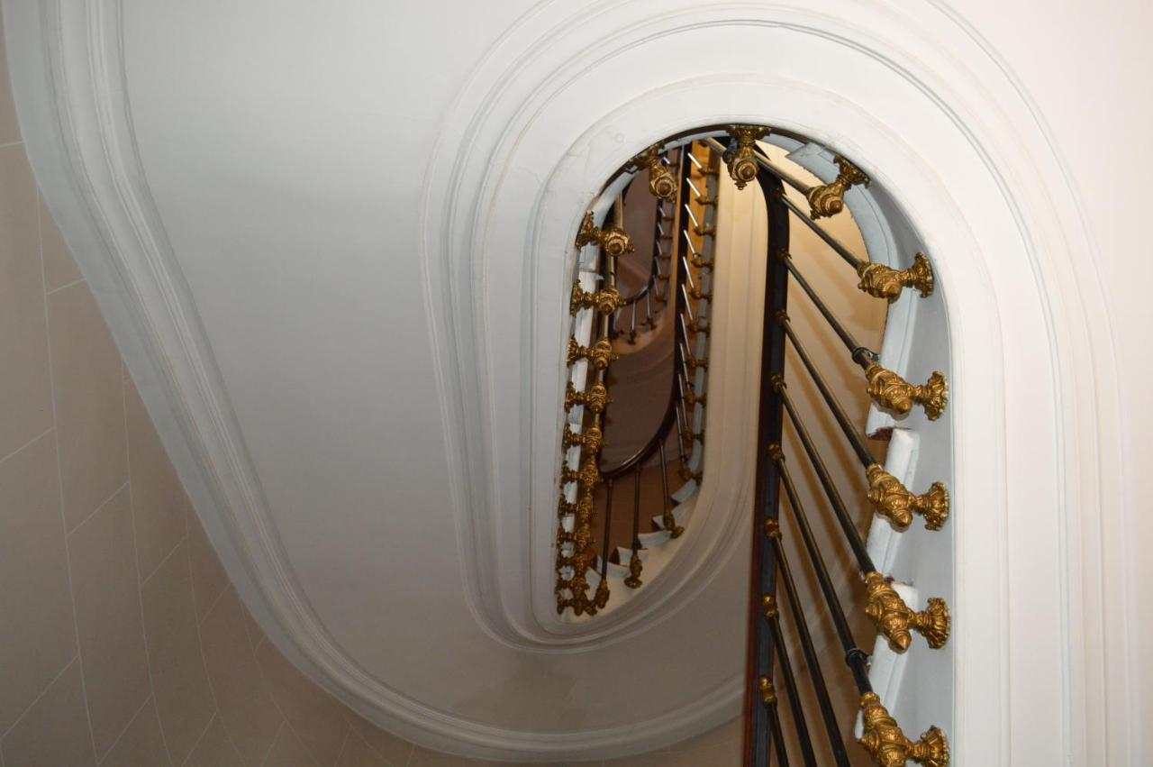Hotel Royal Elysées - Laterooms