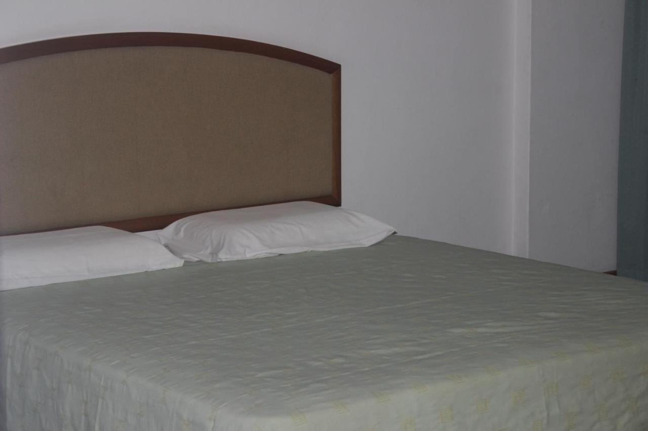 Hotel Supreme - Laterooms