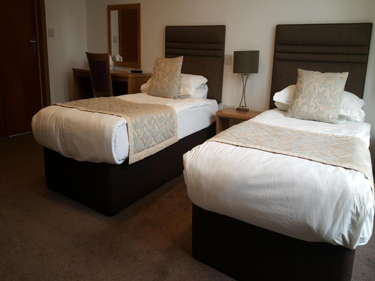 McLays Guest House - Laterooms