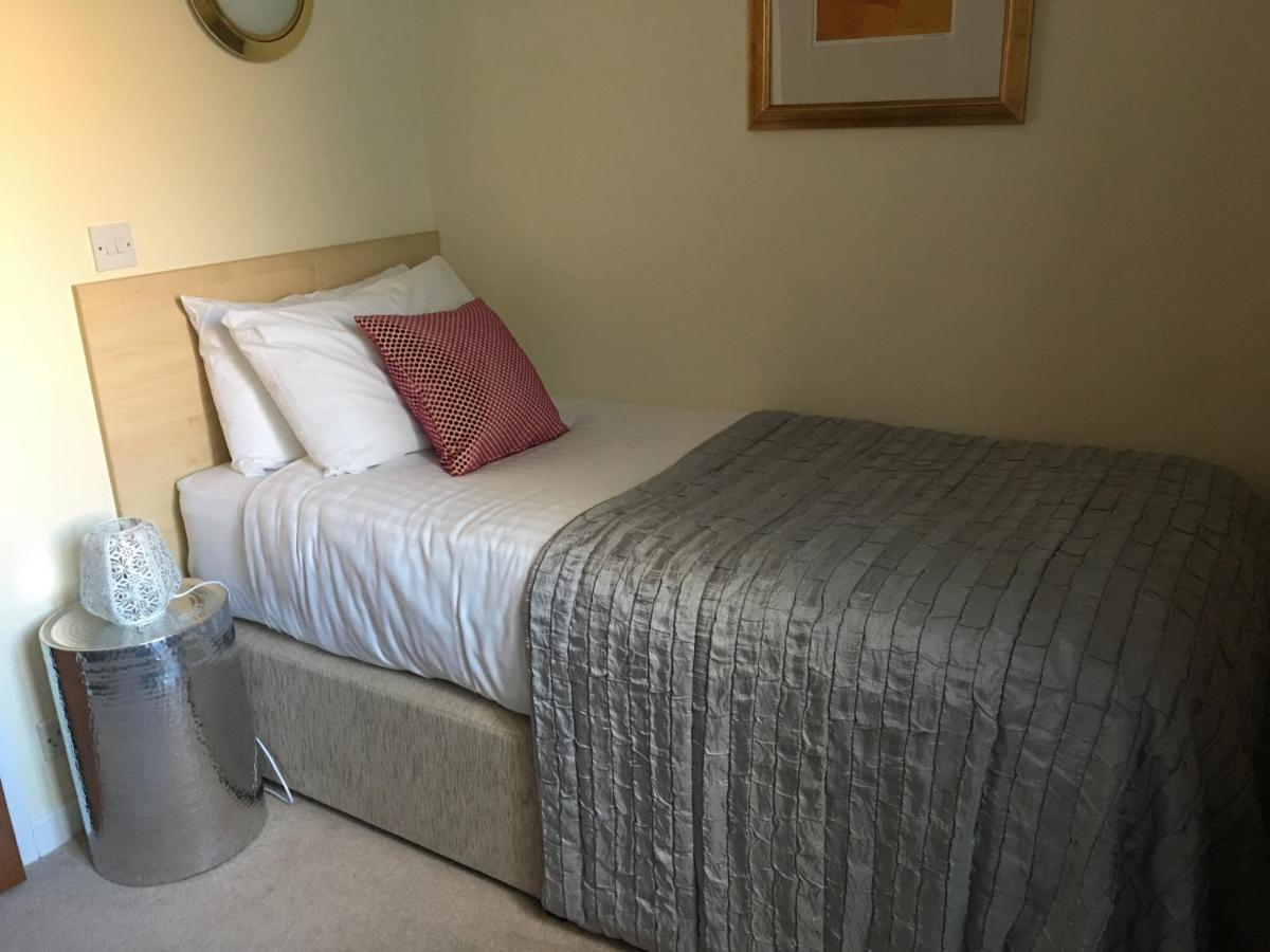 The Queen Hotel - Laterooms