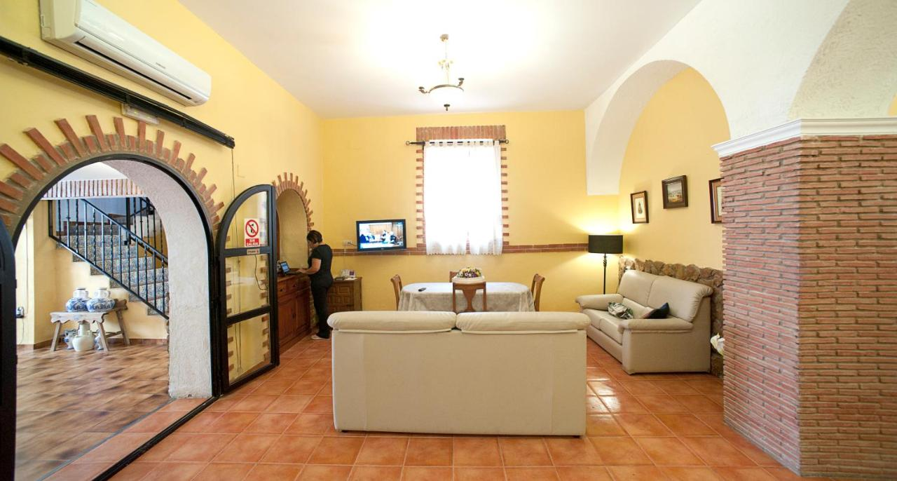 Mitre Paterna Low Cost Rooms - Laterooms