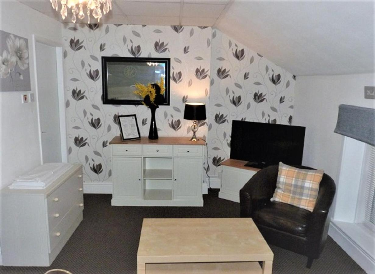 Lawnswood Holiday Apartments - Laterooms