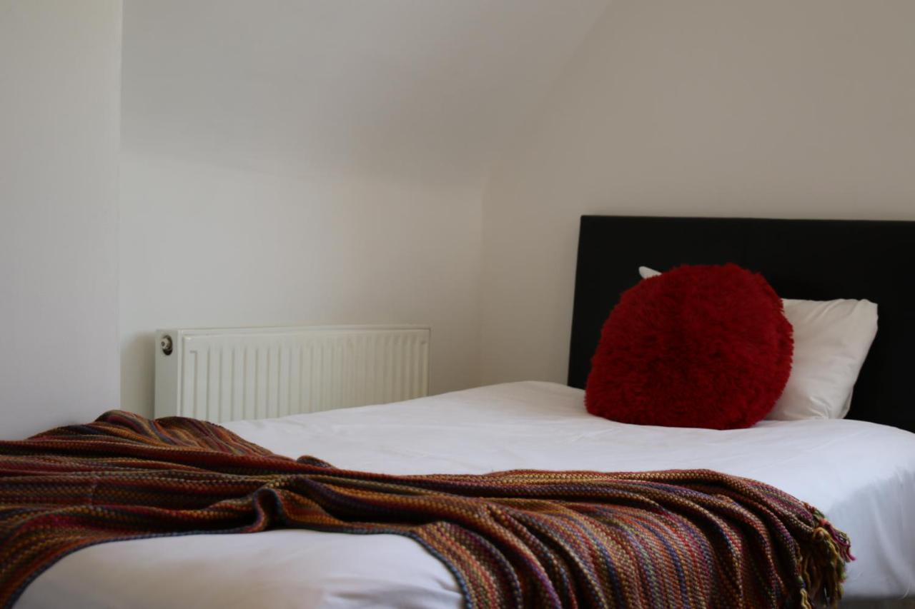 Aberthaw House Hotel - Laterooms