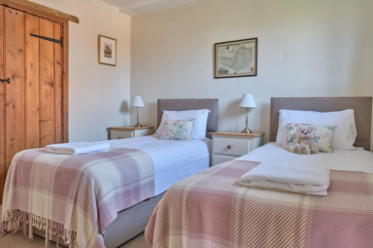Middlewick Holiday Cottages - Laterooms