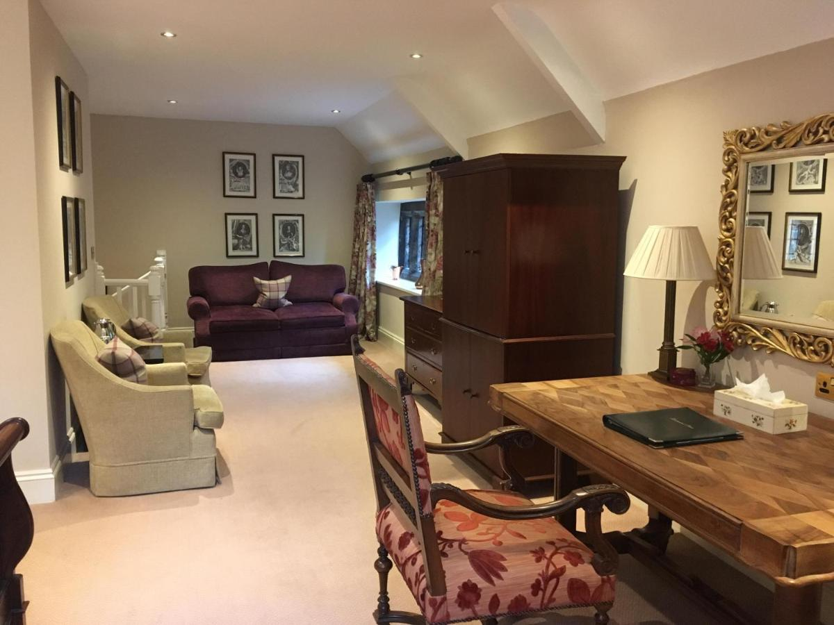 Lewtrenchard Manor - Laterooms