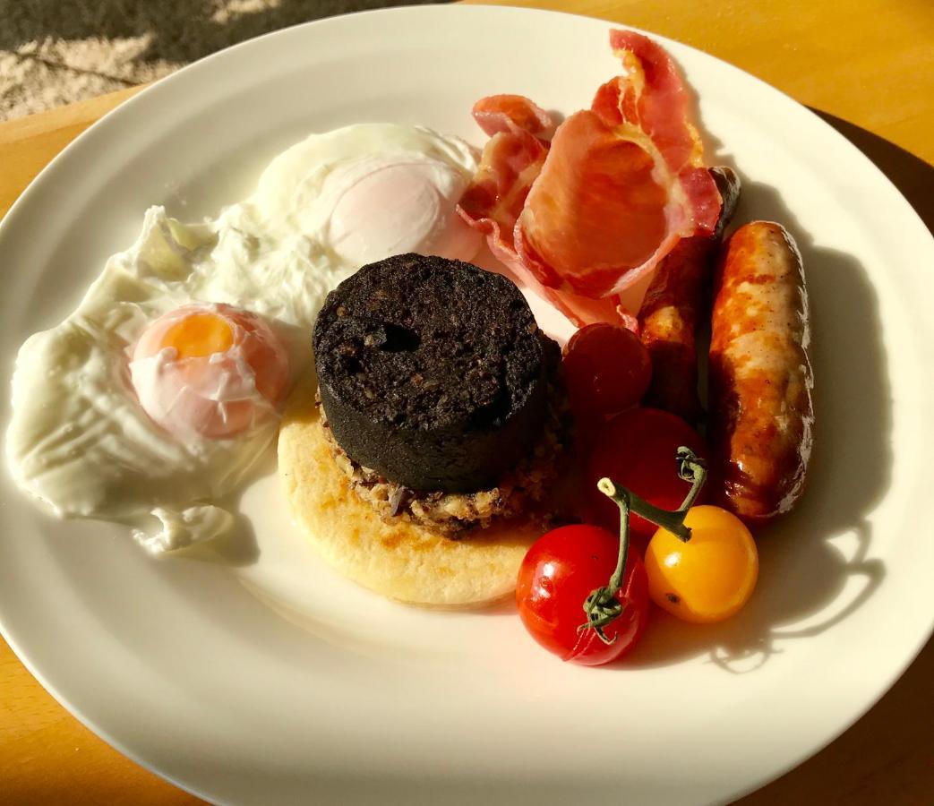 shangri-la bed and breakfast - Laterooms