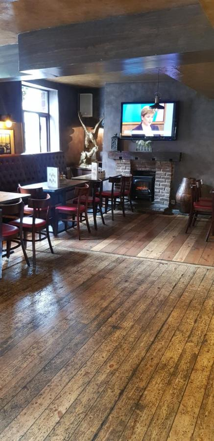 The Crown & Anchor - Laterooms