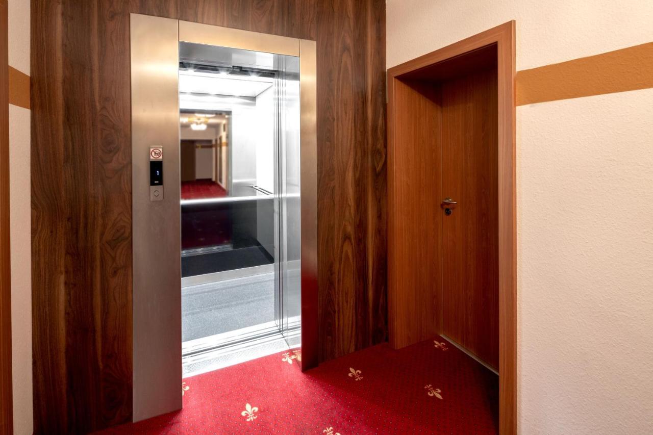 Hotel Burgschmiet GmbH - Laterooms