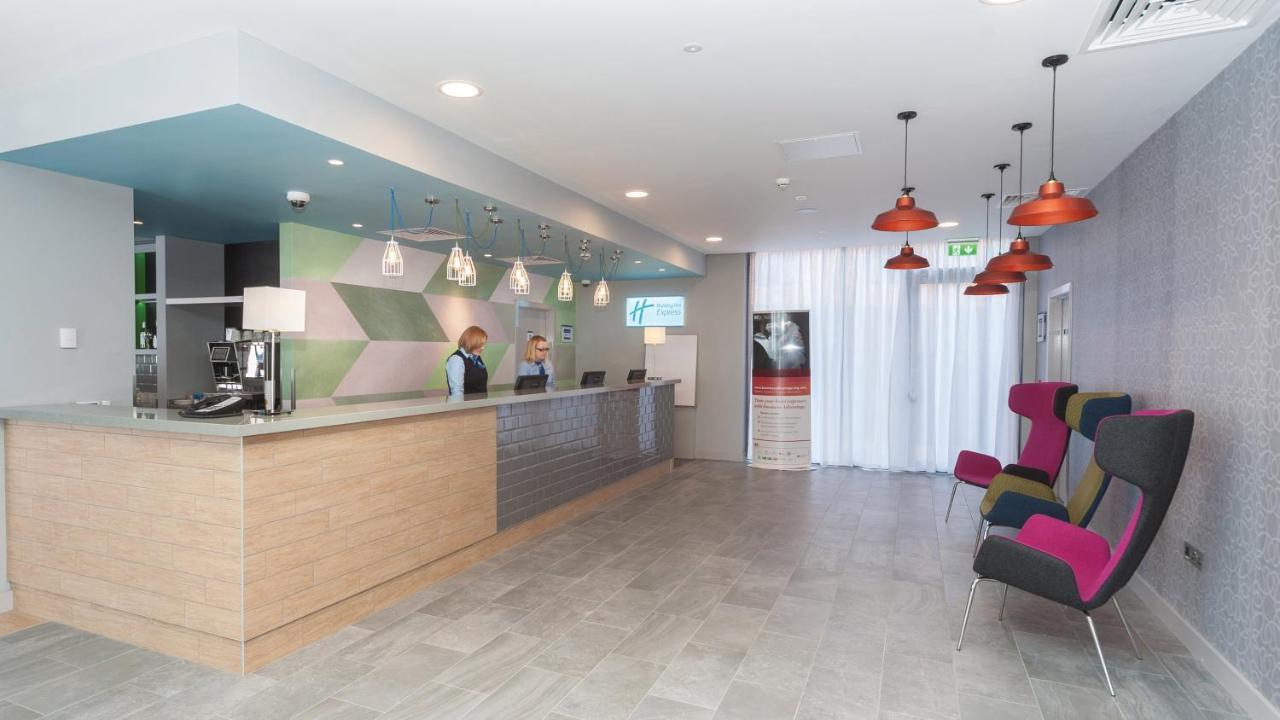 Holiday Inn Express ABERDEEN AIRPORT - Laterooms