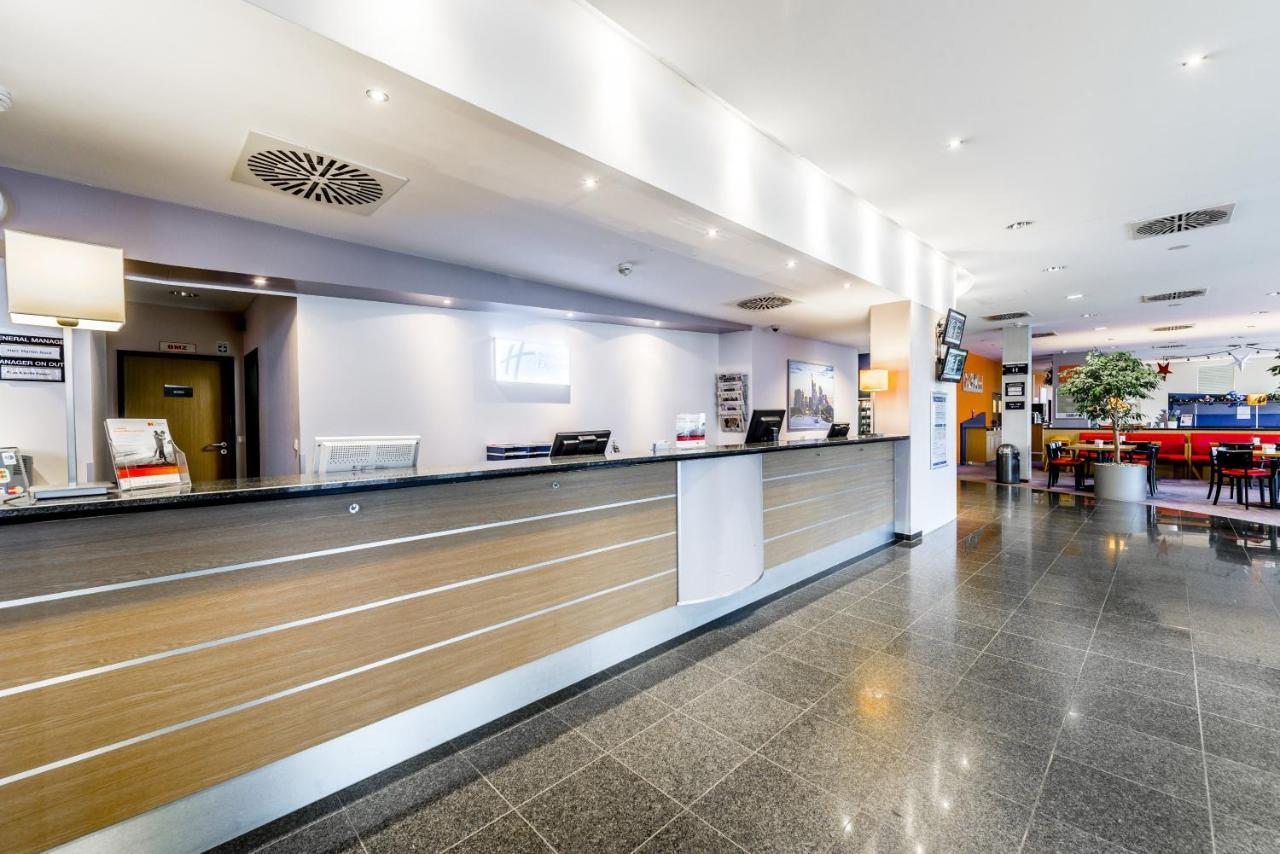 Holiday Inn Express FRANKFURT AIRPORT - Laterooms