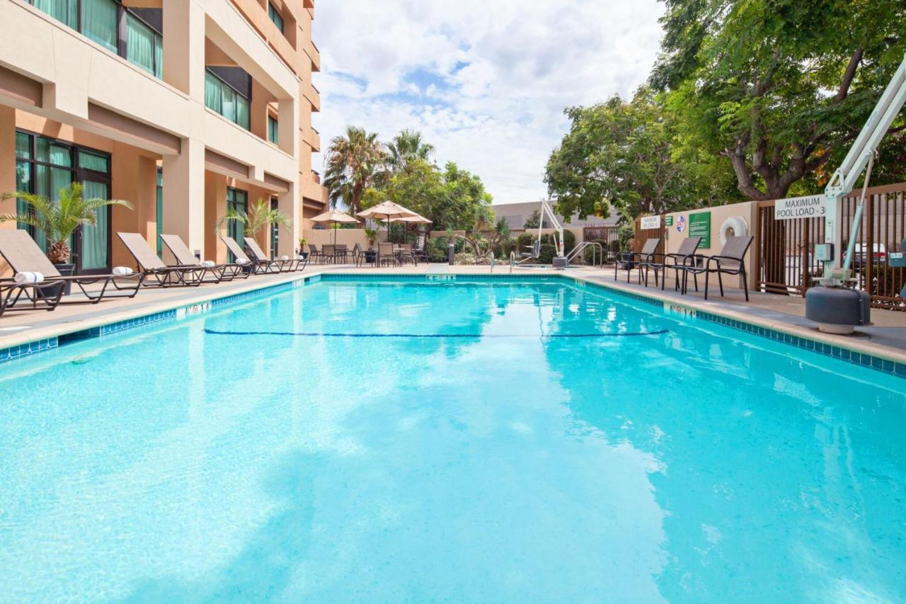 Holiday Inn Palmdale-Lancaster - Laterooms