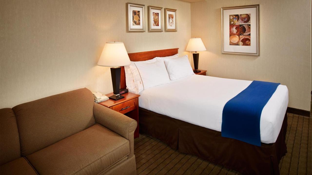 Holiday Inn Express TORONTO-NORTH YORK - Laterooms