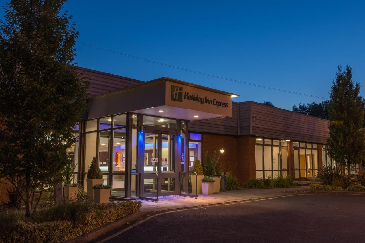 Holiday Inn Express PETERBOROUGH - Laterooms