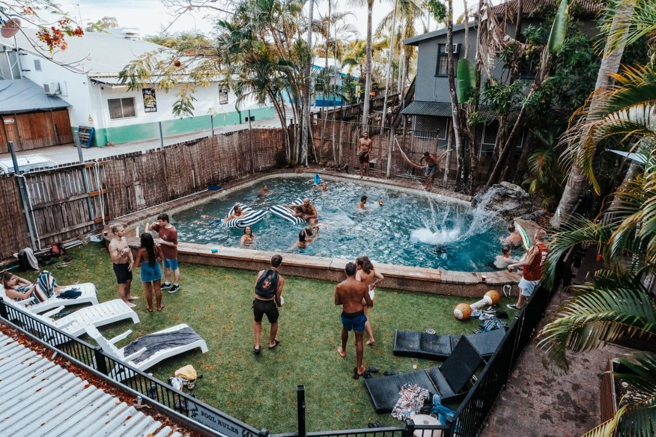 Calypso Inn Backpackers Resort - Laterooms