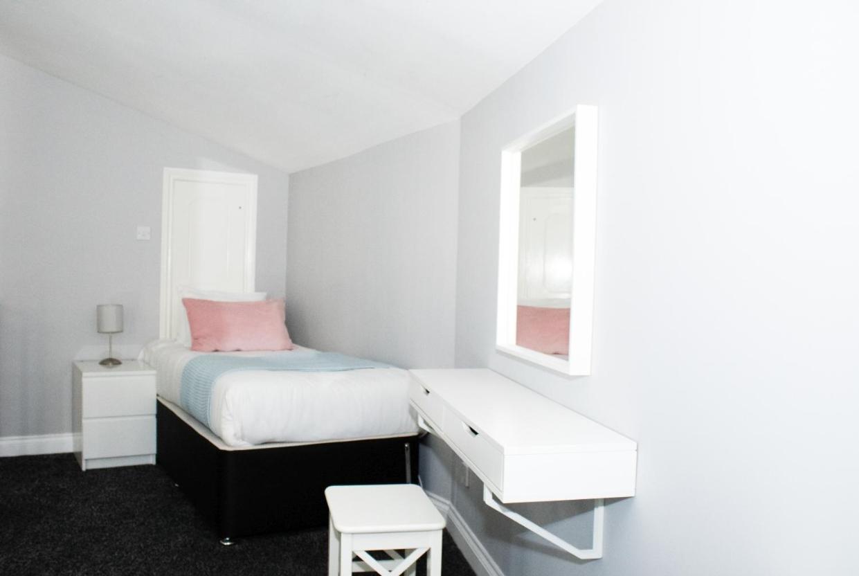 Blair Angus - Royal Mile apartment - Laterooms