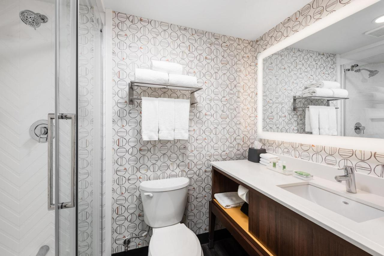 Holiday Inn TORONTO-AIRPORT EAST - Laterooms