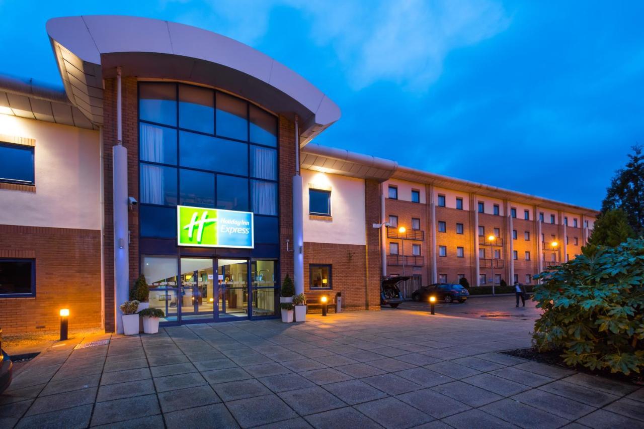 Holiday Inn Express NEWPORT - Laterooms