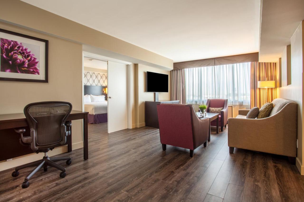 Holiday Inn TORONTO INTERNATIONAL AIRPORT - Laterooms
