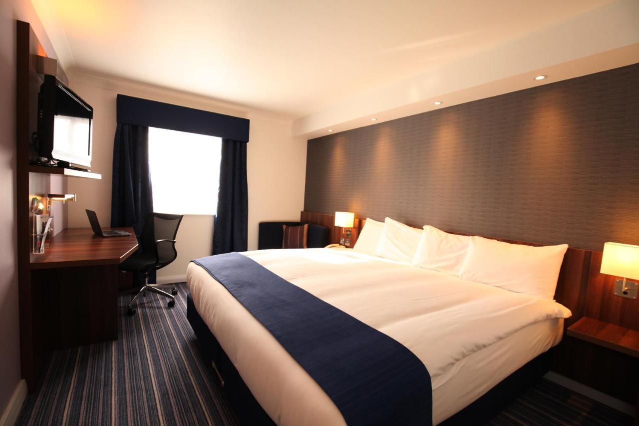 Holiday Inn Express LONDON GATWICK - CRAWLEY - Laterooms