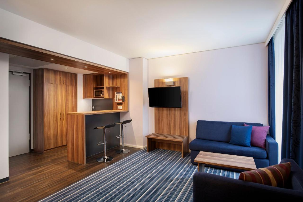 Holiday Inn Express BREMEN AIRPORT - Laterooms