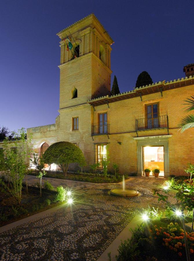アルハンブラ宮殿敷地内のパラドールを予約する