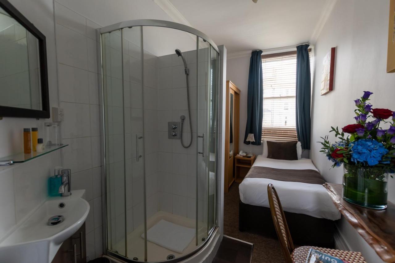 New Cosmopolitan Hotel - Laterooms
