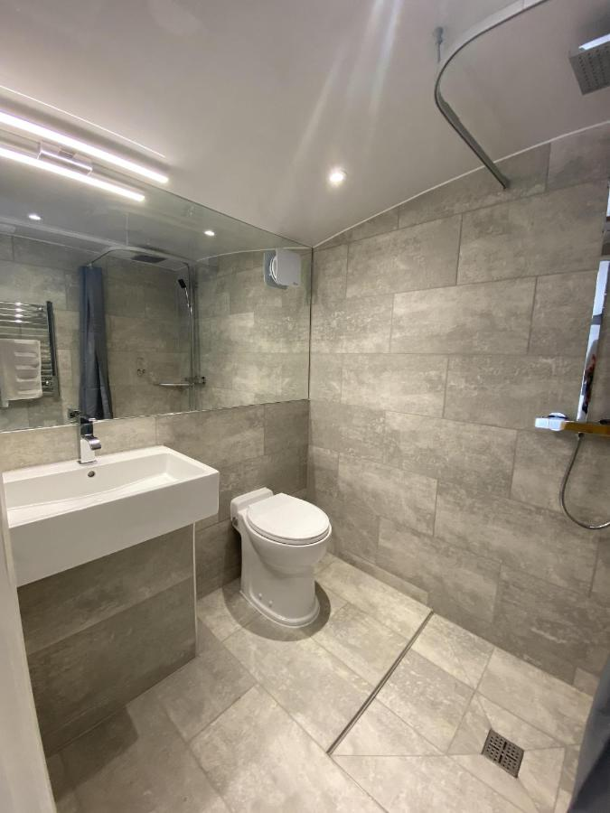 The WatersEdge, Canal Cottages - Laterooms