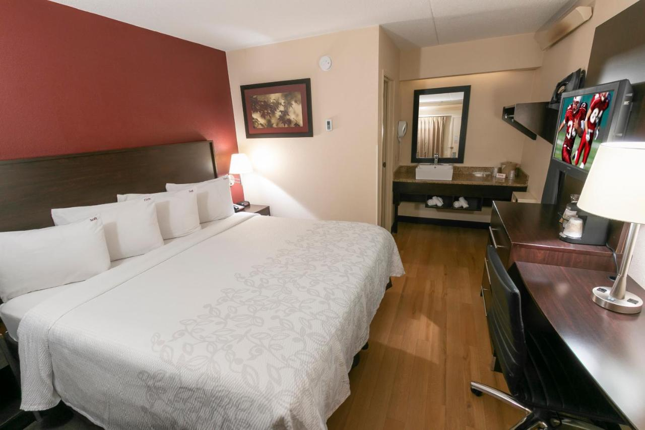 Red Roof PLUS+ Secaucus - Meadowlands - NYC - Laterooms