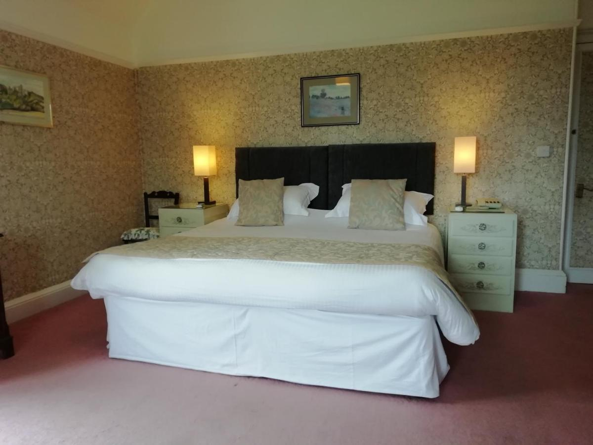 Court Barn Country House Hotel - Laterooms