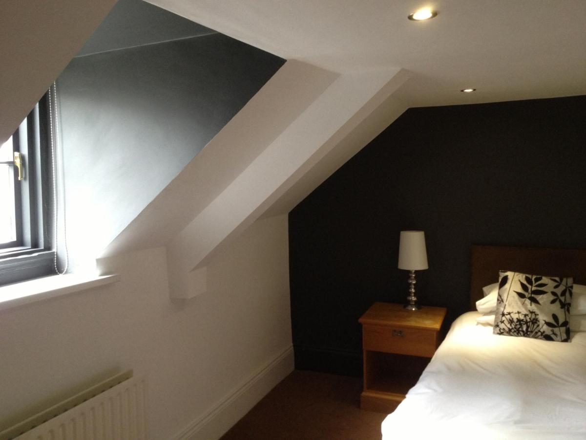 The Sir William Fox Hotel - Laterooms