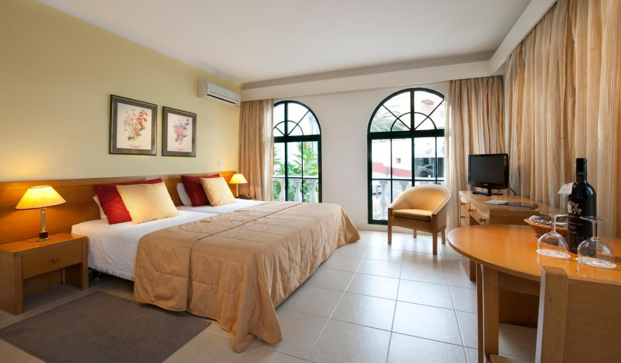 Hotel Royal Orchid - Laterooms