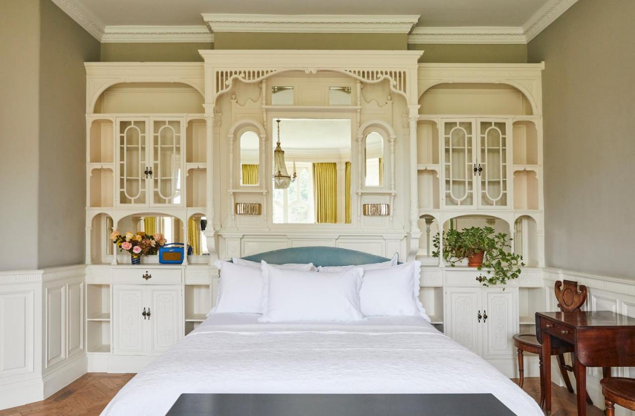 The Oakley Court - Laterooms