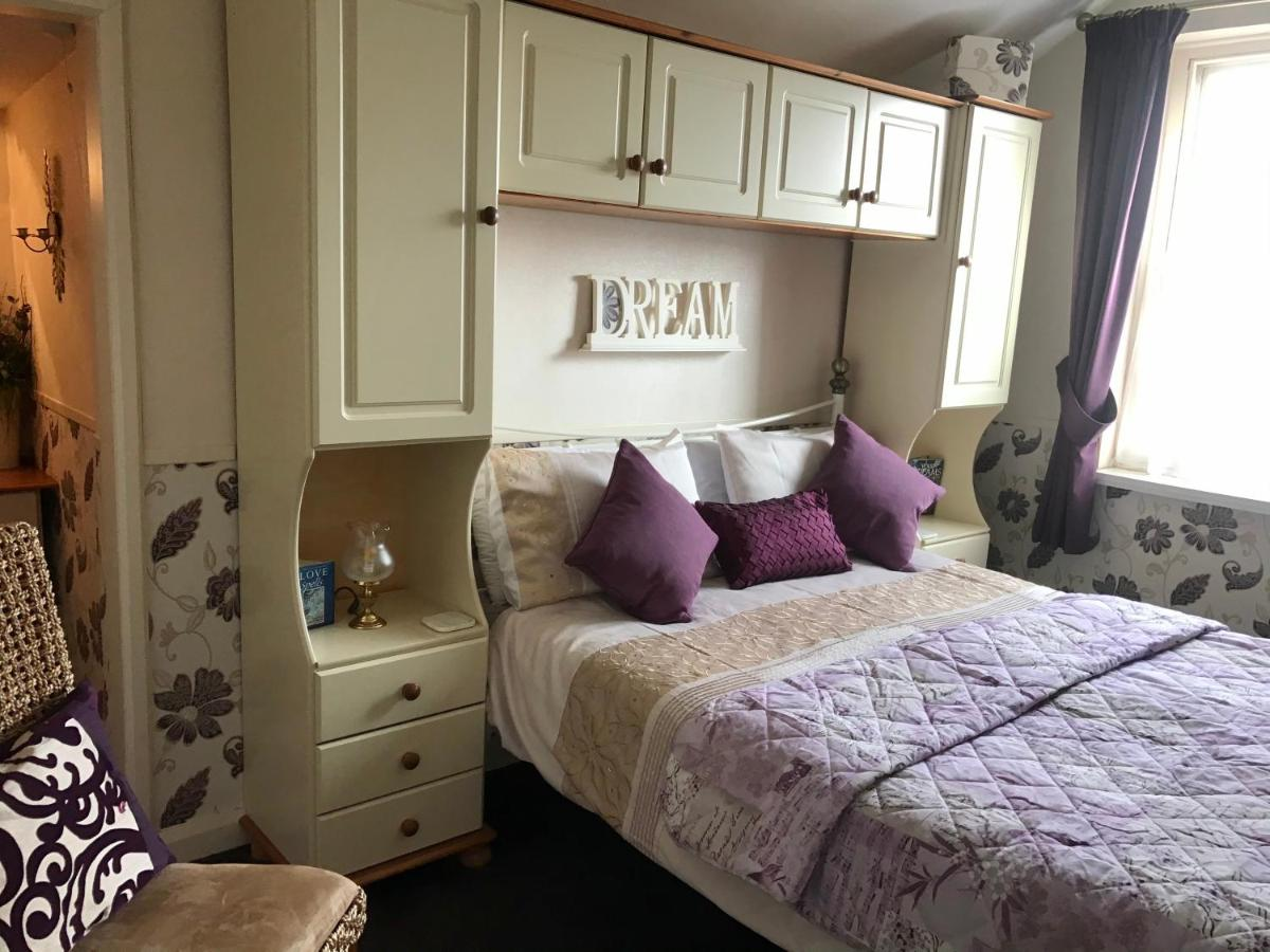 The Sunningdale - Laterooms