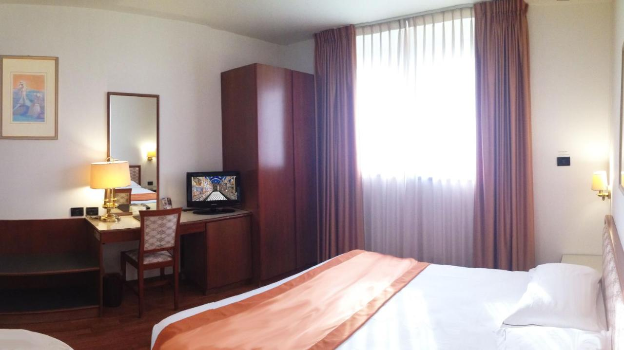 Hotel Marconi - Laterooms