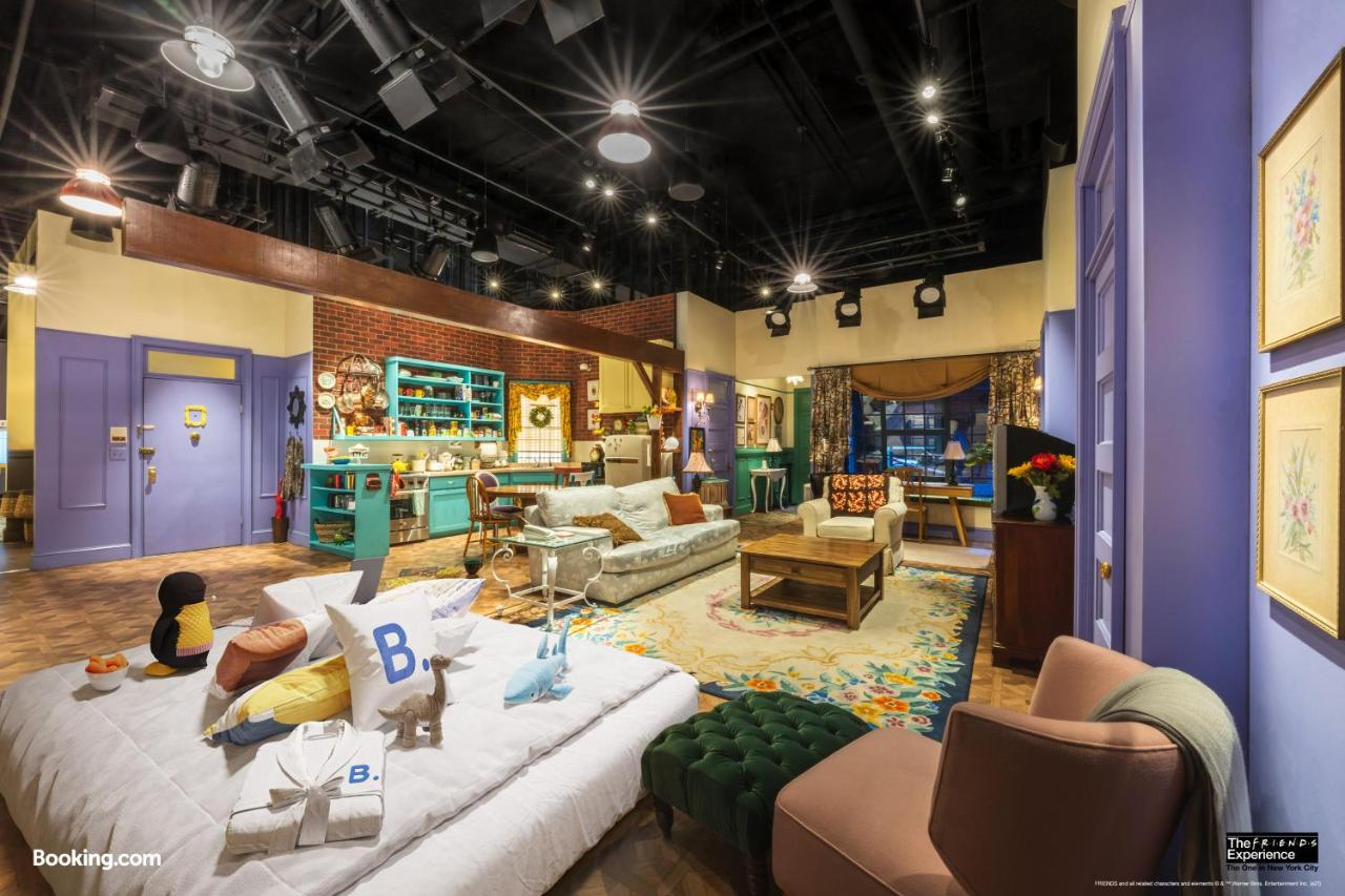 Hotel The Ultimate Sleepover At The Friends Experience New York Ny Booking Com