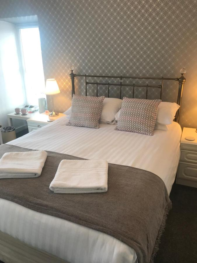 Highcliffe Hotel & Dolphin Bay Apartments - Laterooms