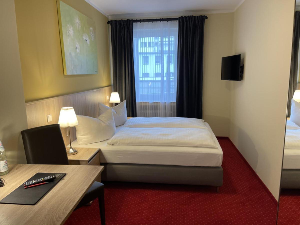 Novum Hotel Plaza Düsseldorf Zentrum - Laterooms