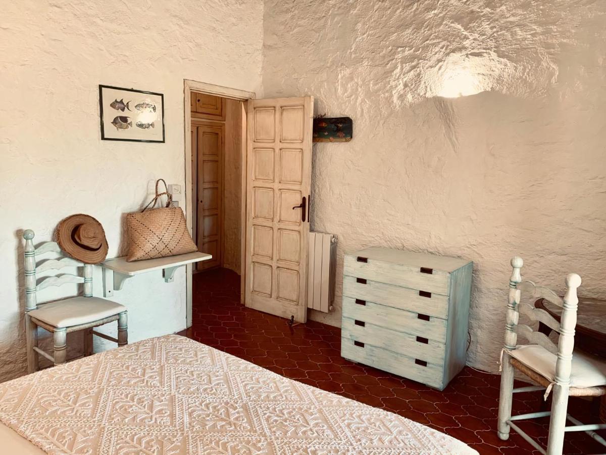 Eleni Room*