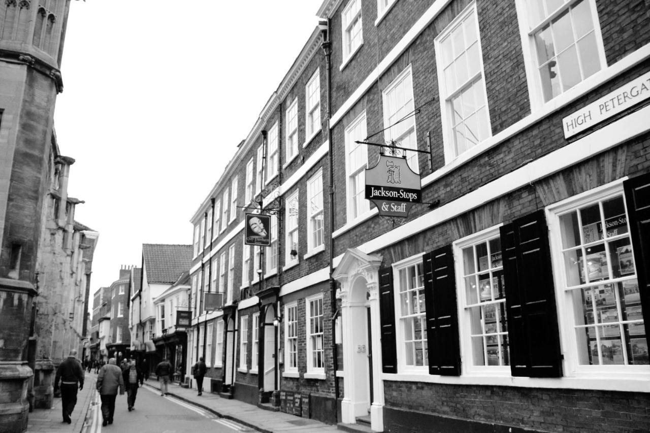 Guy Fawkes Inn - Laterooms