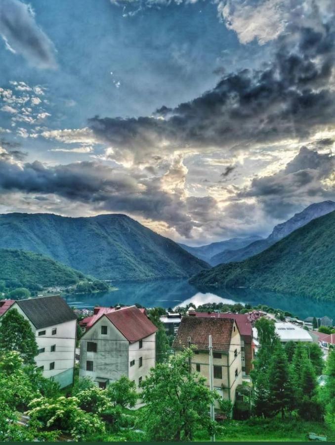 U Crnoj Gori koronom zaraženo još 332 ljudi, od kojih 41 TURISTA