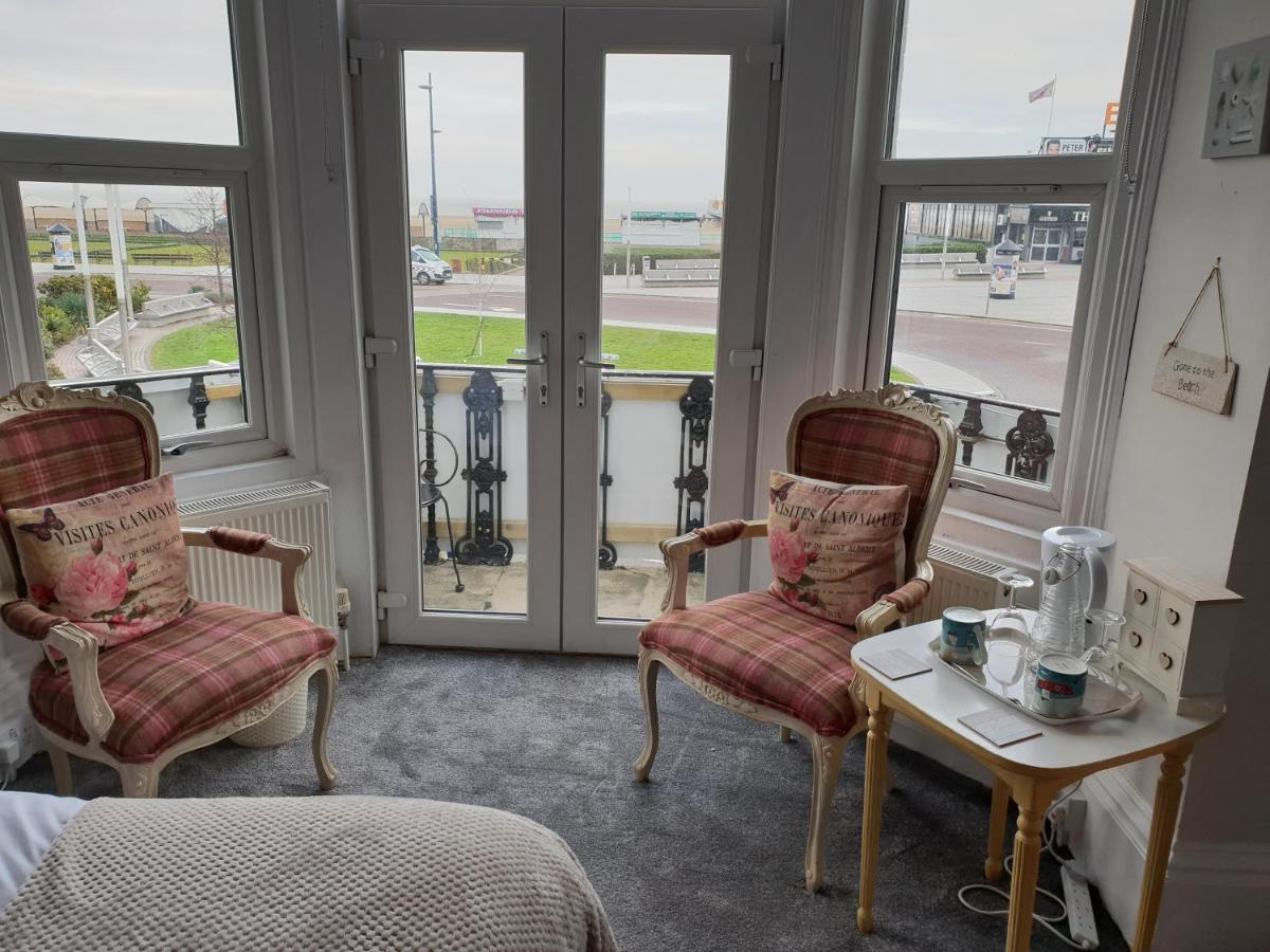 Henry's On The Prom - Laterooms