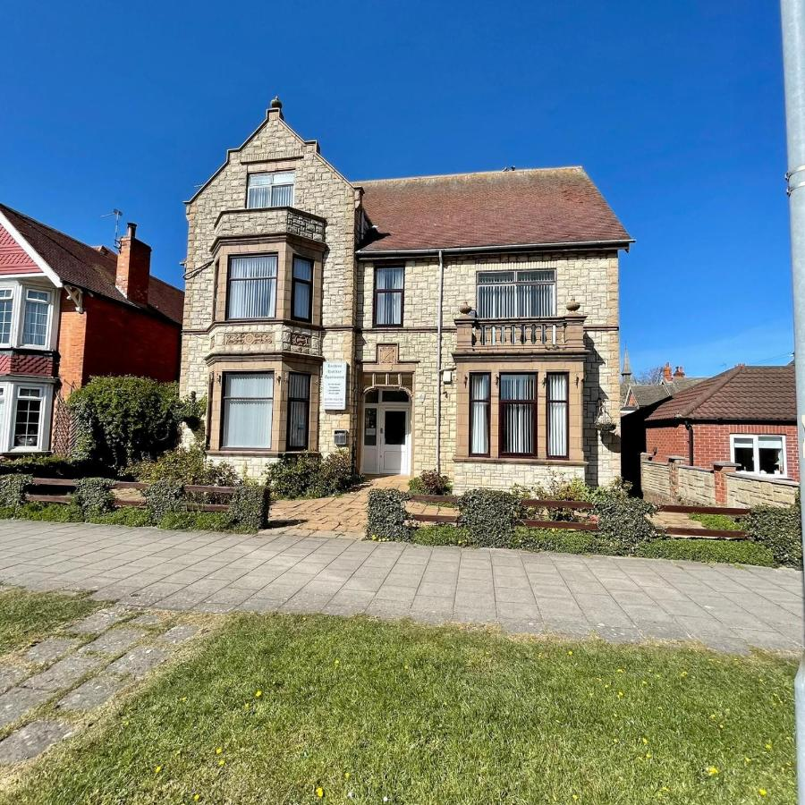 Lyndene Holiday Apartments - Laterooms