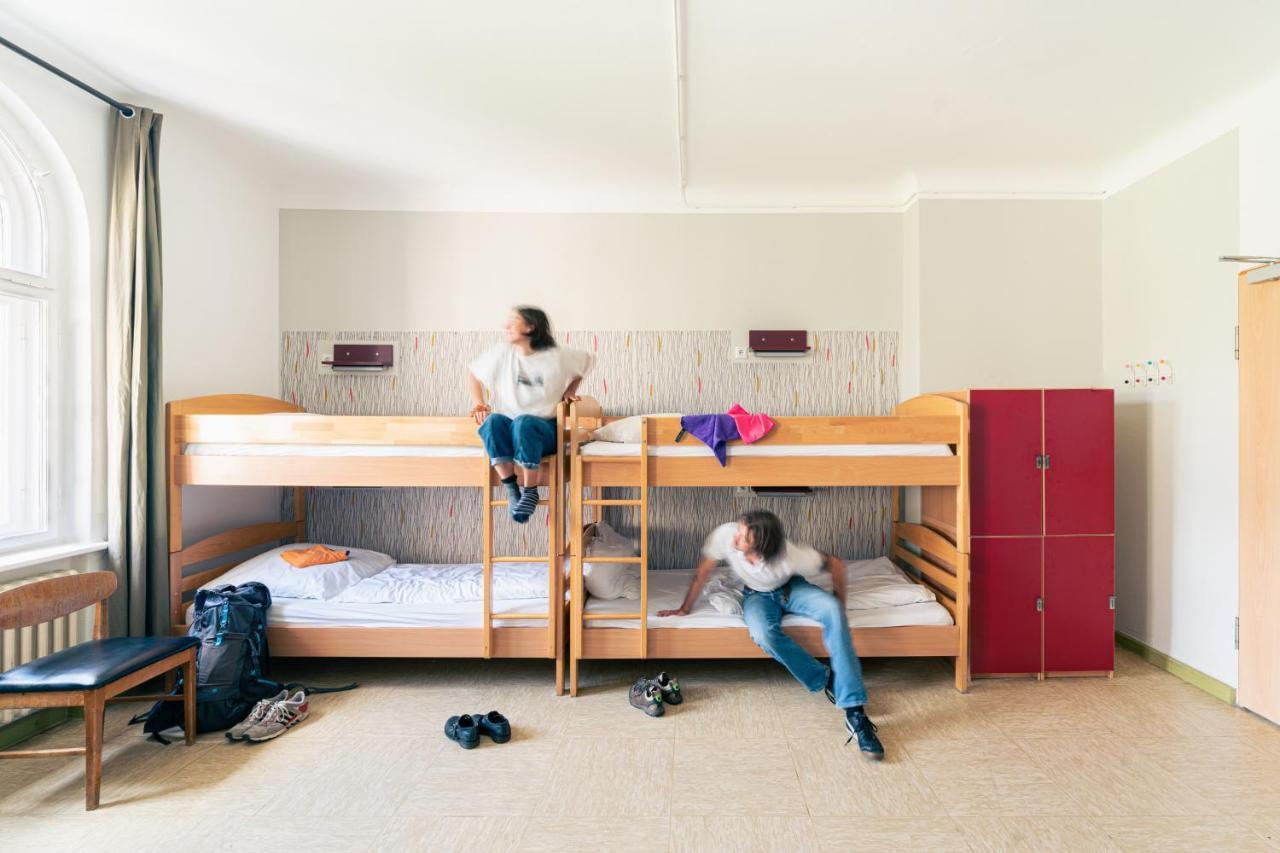 Three Little Pigs Hostel - Laterooms