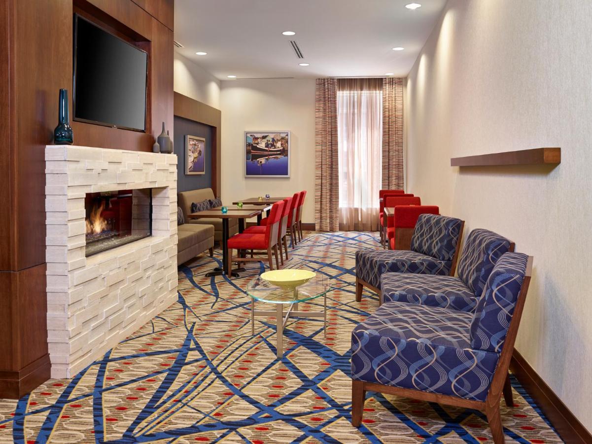 Hampton Inn by Hilton Halifax Downtown - Laterooms