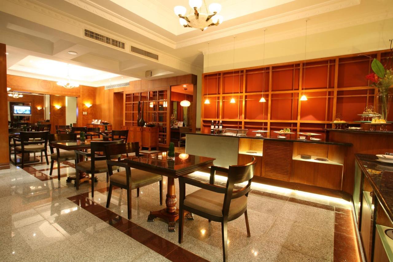 Waterfront Cebu City Hotel & Casino - Laterooms