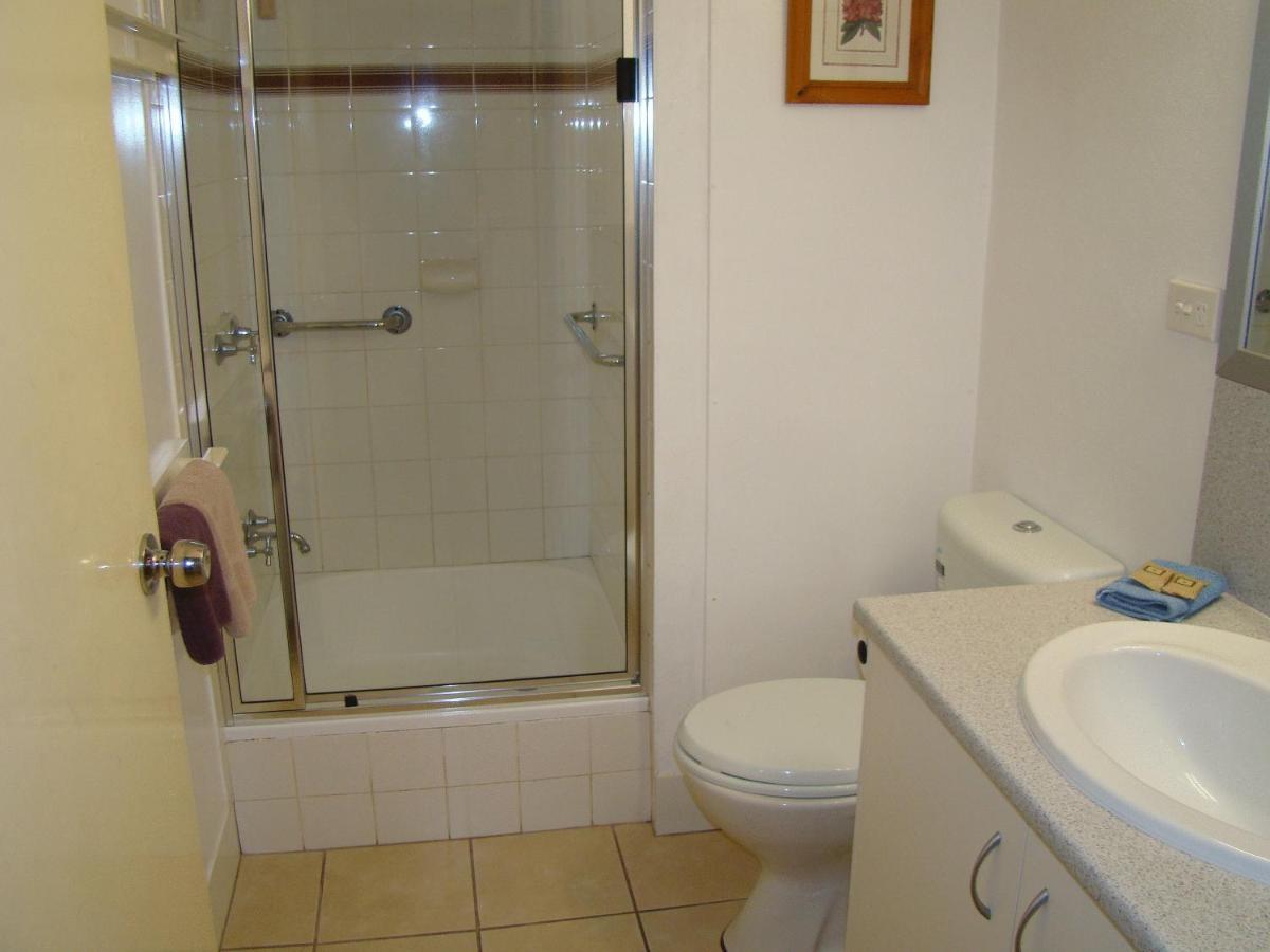 Noosa Yallambee Holiday Apartments - Laterooms