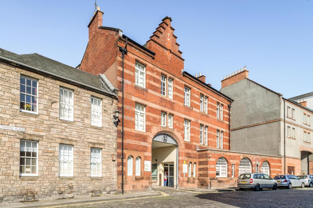 Richmond Place Apartments - Laterooms
