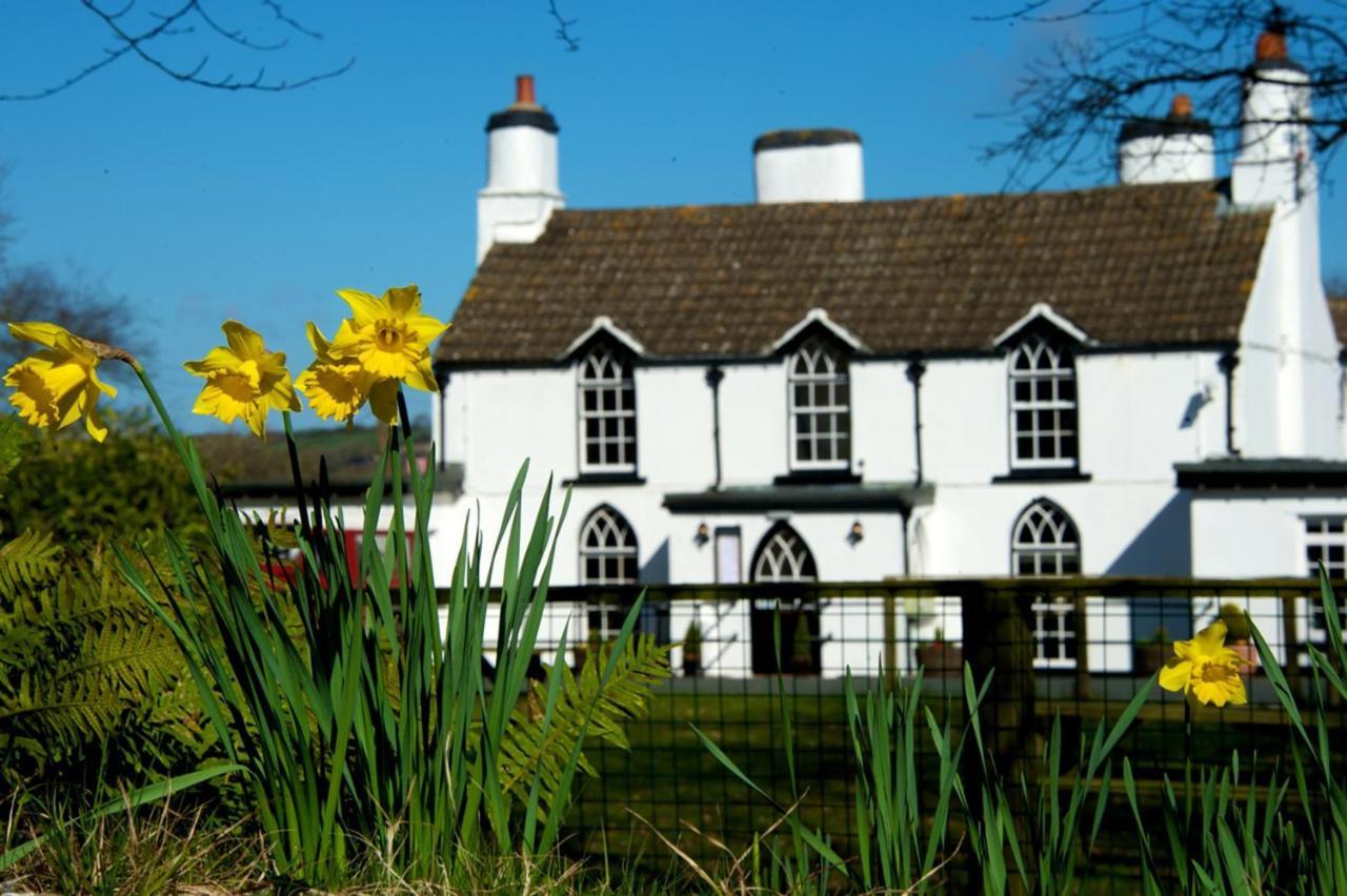 Tudor Lodge - Laterooms